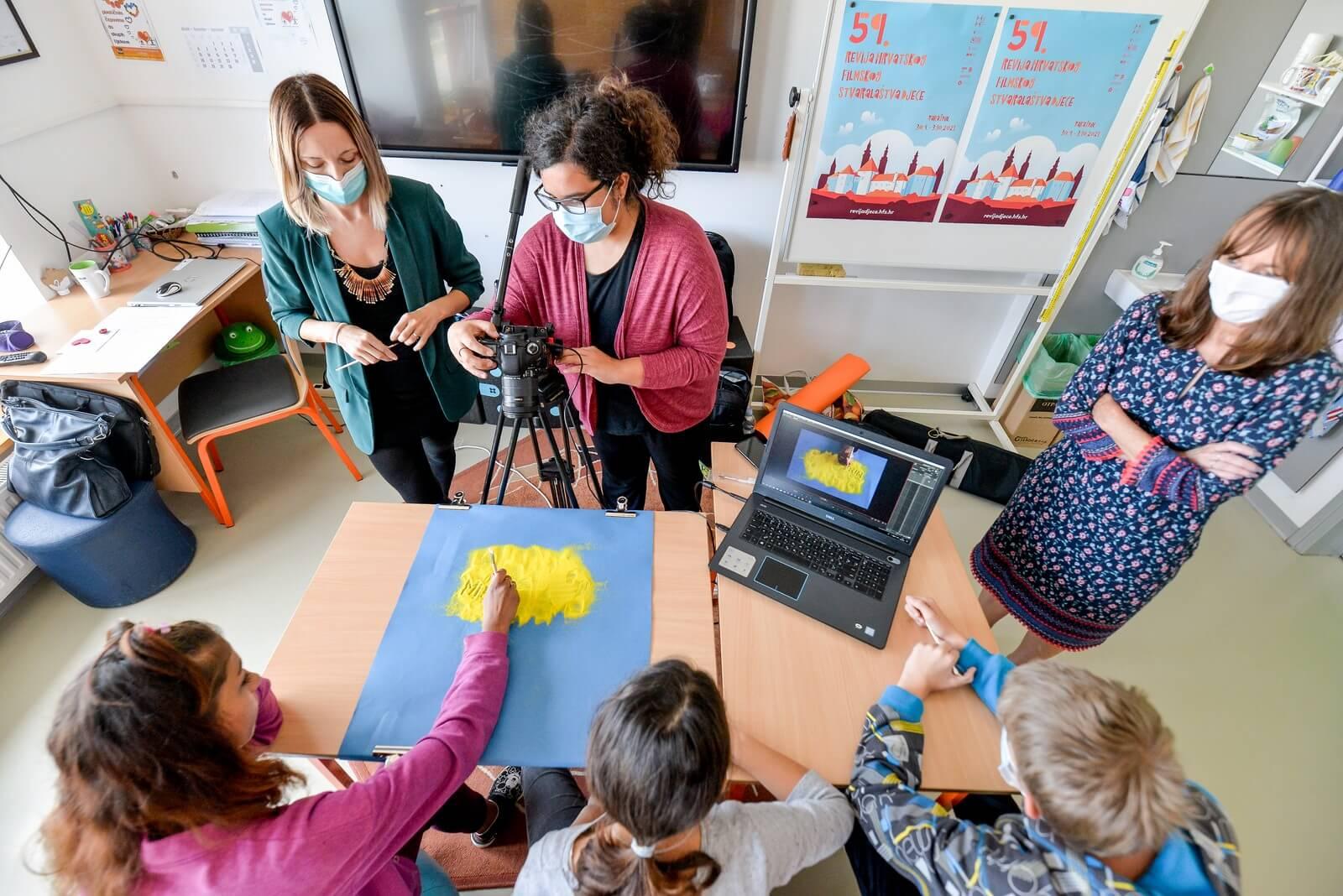 U varaždinskom Centru za odgoj i obrazovanje Tomislav Špoljar odvija se radionica animacije pijeska